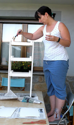 Pintando-estanteria-caja-fresas-Ideadoamano