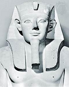 Sesostris I, detalle de una estatua de piedra caliza, Egipto, c. 1900 aC.