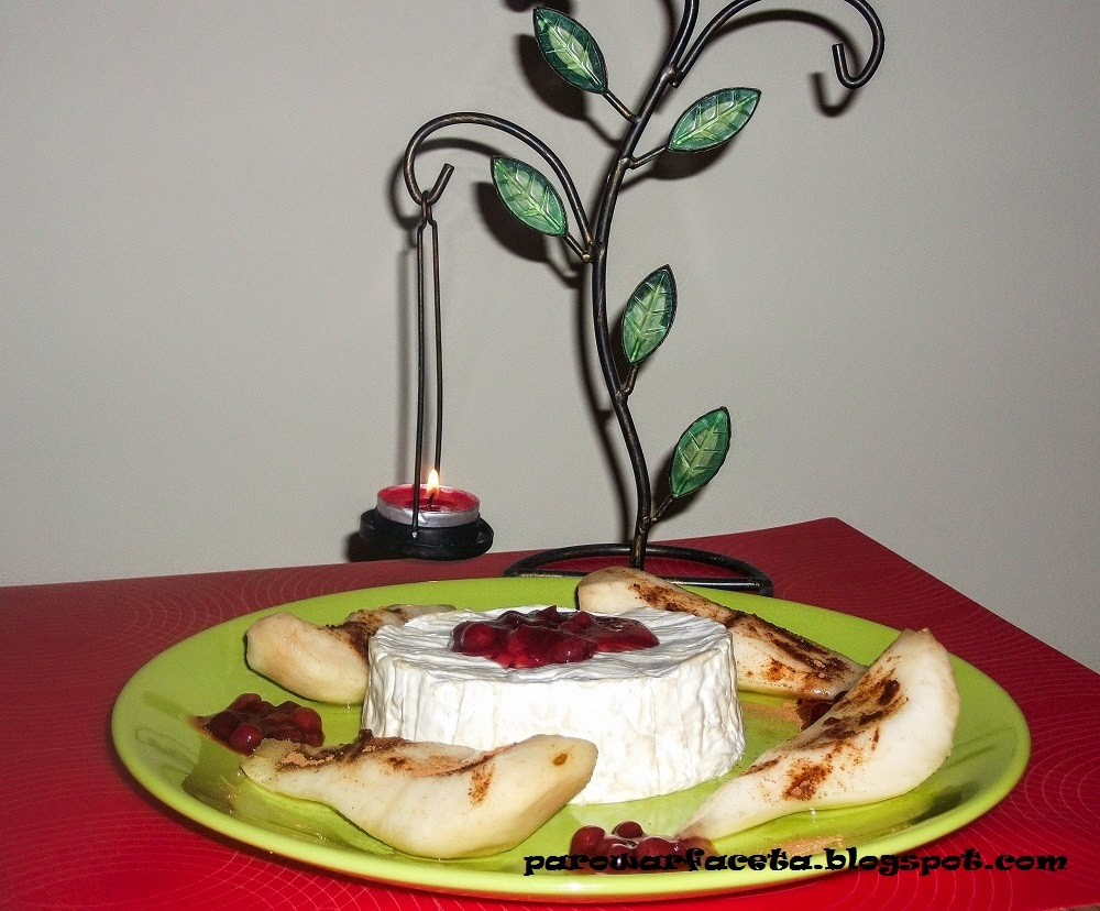 camembert w parowarze z gruszką i żurawiną