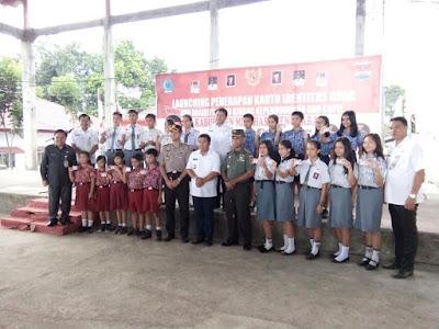 Bupati Sumendap Foto Bersama Usai Peluncuran Kartu Identitas Anak di Mitra.