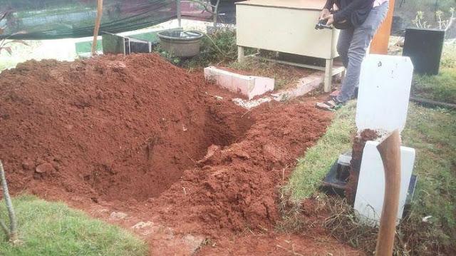 Makam Dafa(7) yang Diduga Disetrika Ibu Tiri Dibongkar, Begini Kondisi Mayat Dafa
