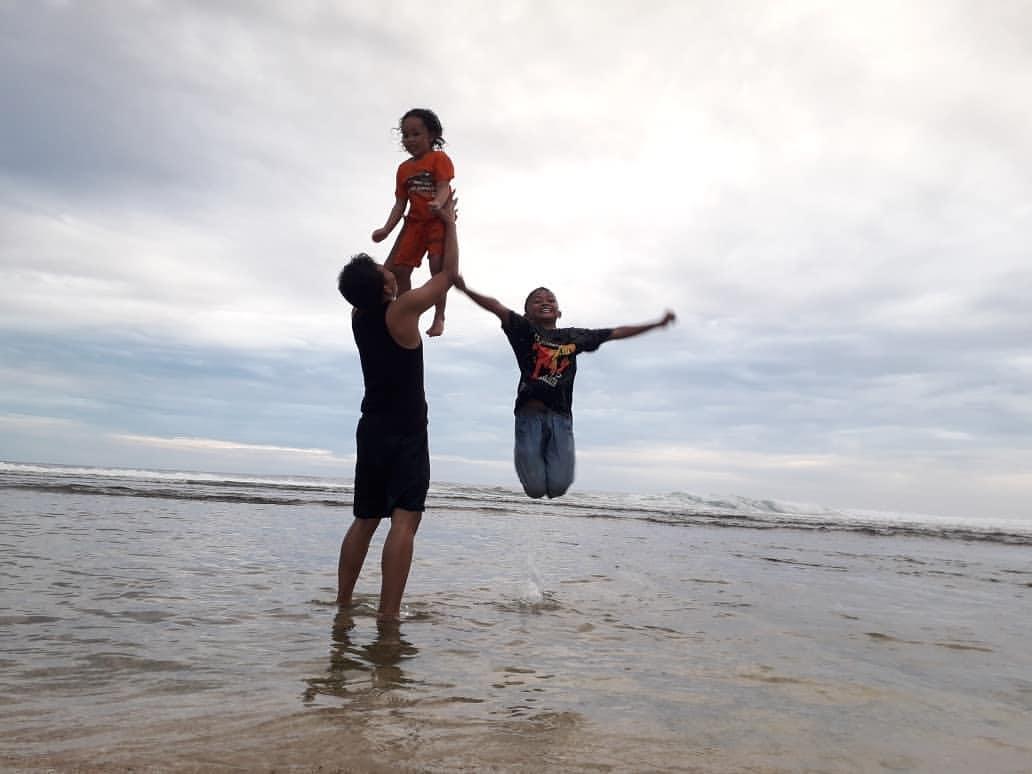 Menikmati Keindahan Pantai Karang Di Pantai Nguyahan Yang Istimewa