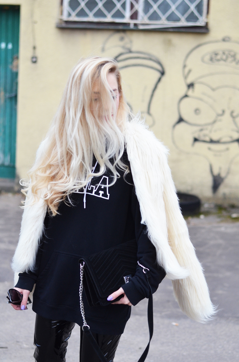 BLACK & WHITE : BIAŁA FUTRZANA KURTKA + BLUZA Z KAPTUREM