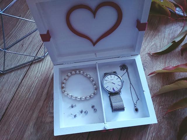 minimalistyczne akcesoria, biżuteria, perły