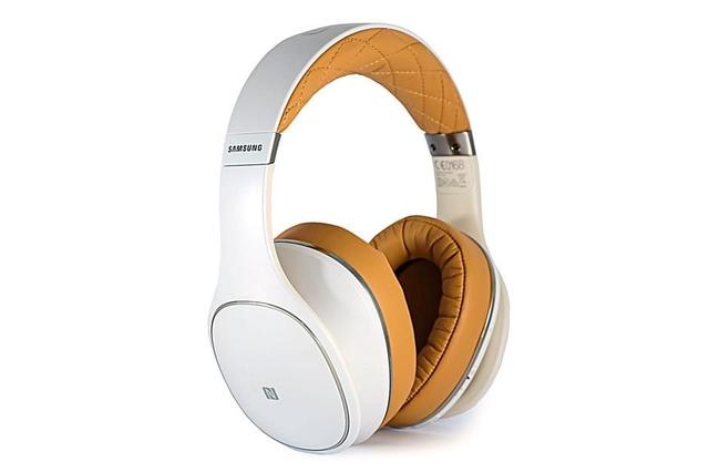 Noice-cancelling wireless headphones