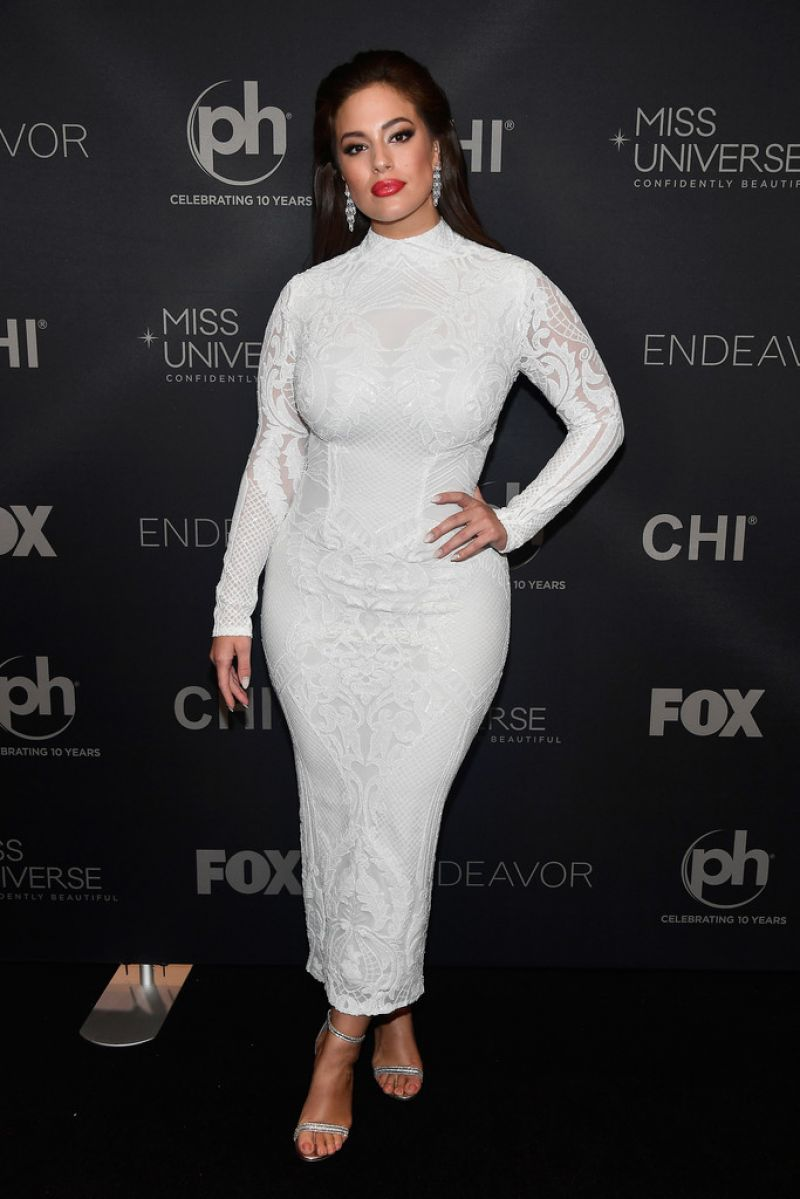 Ashley Graham in white dress at 2017 Miss Universe Pageant in Las Vegas
