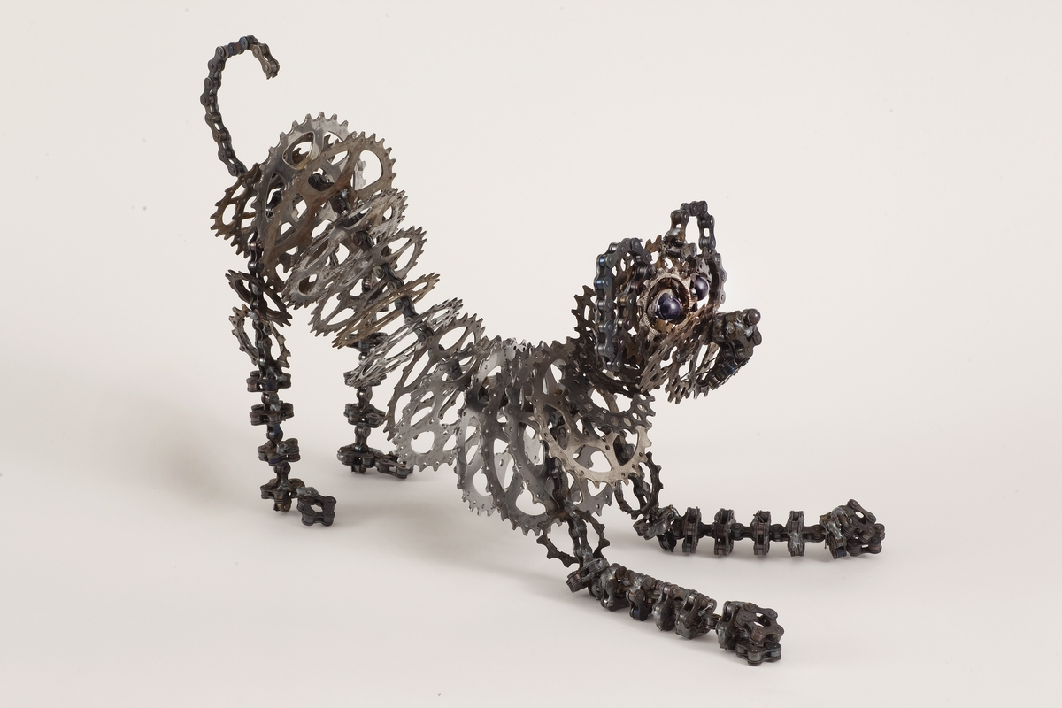 08-Chica-Junior-Nirit-Levav-Recycled-Bicycle-Parts-used-for-Unchained-Dog-Sculptures-www-designstack-co