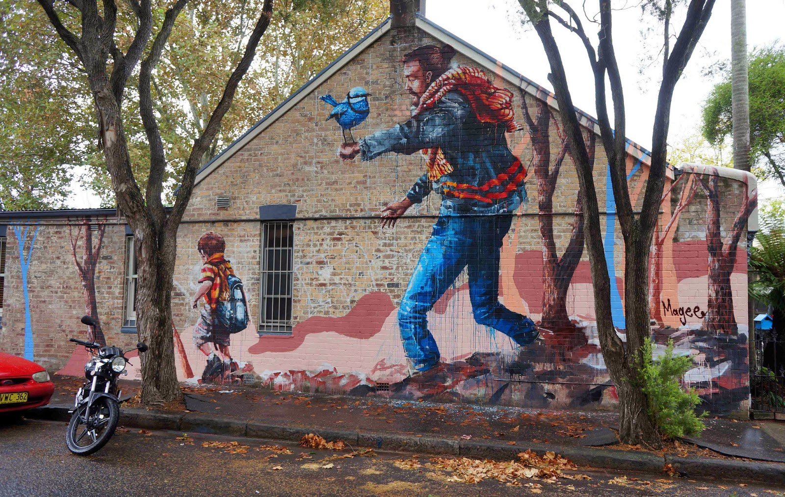 """Fintan Magee is currently in Sydney, Australia where he just wrapped up this new street art mural entitled """"The Hikers"""". 1"""