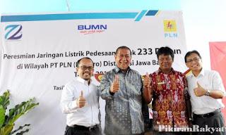 http://www.pikiran-rakyat.com/jawa-barat/2017/11/03/pemprov-jabar-pln-bersinergi-wujudkan-jabar-caang-2018-412917