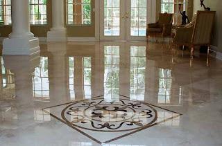 Sala con piso de mármol