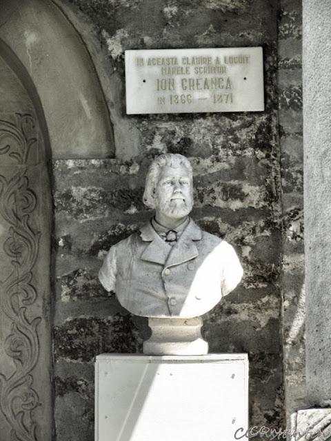 Golia - Casa cu coloane - Bustul lui Ion Creangã - blog FOTO-IDEEA