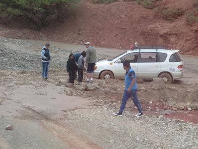 ein Taxi blockiert die Abfahrt nach Valle Rico