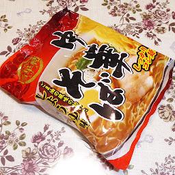 【山本製粉株式会社】うまかろ~旨華桜シリーズ 中華そば ごま油の風味の効いたしょうゆ味(袋めん)