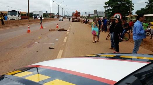 Suicídio? Trabalhador morre esmagado por carreta na capital