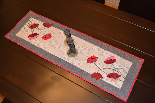 TABLERUNNER WITH POPPIES