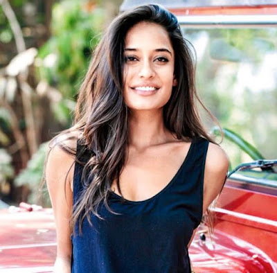 life-hasnt-changed-much-after-marriage-lisa-haydon