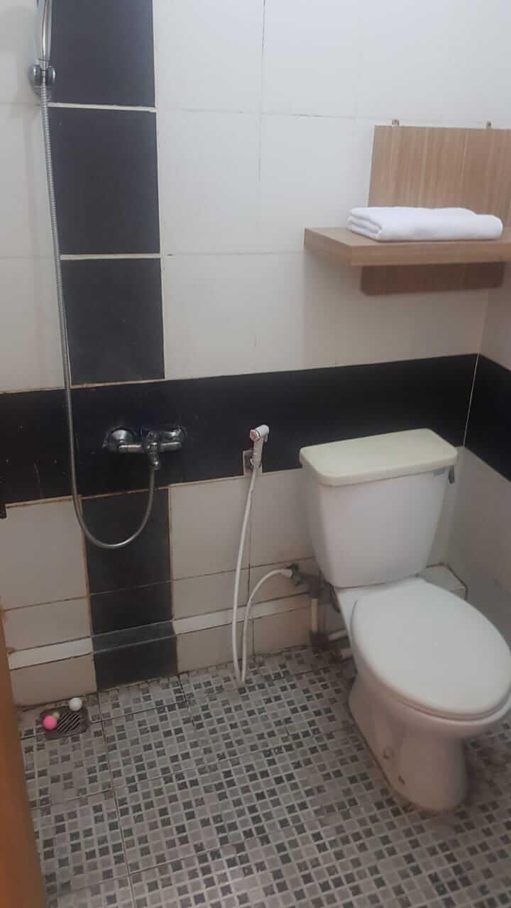 toilet bersih Sukaraja Residence OYO Bandung