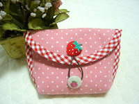 Strawberry pouch. DIY Tutorial Instruction. Purse with a button clasp.