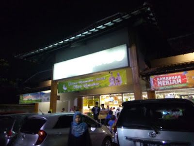 depan supermarket jogja superindo