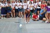 Campeonato de lanzamiento de papel higiénico en las fiestas de Retuerto
