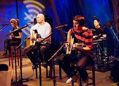 Foto de The Smashing Pumpkins cantando en concierto