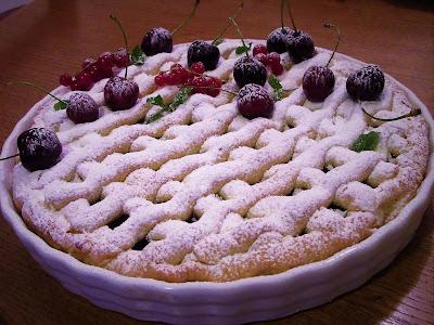Pita od prhkog tijesta s jabukama i trešnjama / Apple and cherry pie