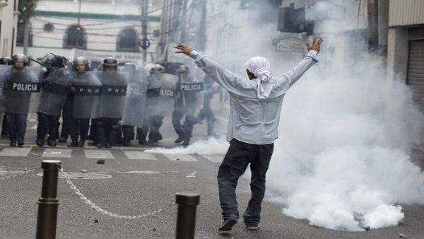Denuncian infiltración paramilitar en protestas en Honduras
