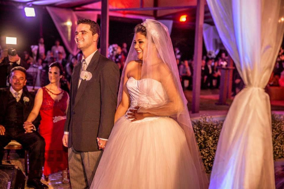 princesa-vestido-vera-wang-cerimonia-noivos-entrada-aliancas
