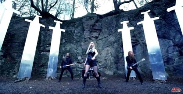 "LEAVES' EYES: Το video για το κομμάτι ""Edge Of Steel"" με την νέα τους τραγουδίστρια Elina Siirala"