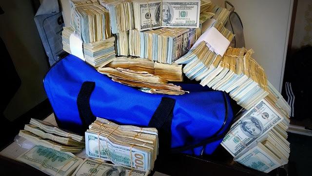 """Desbarataron una """"cueva"""" con US$ 5 millones originados en la venta de datos fiscales de la AFIP en el barrio de Constitución"""