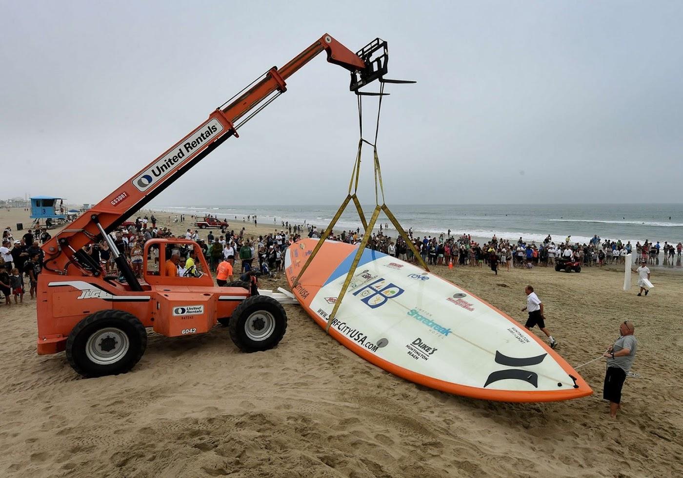 Worlds largest surfboard 05