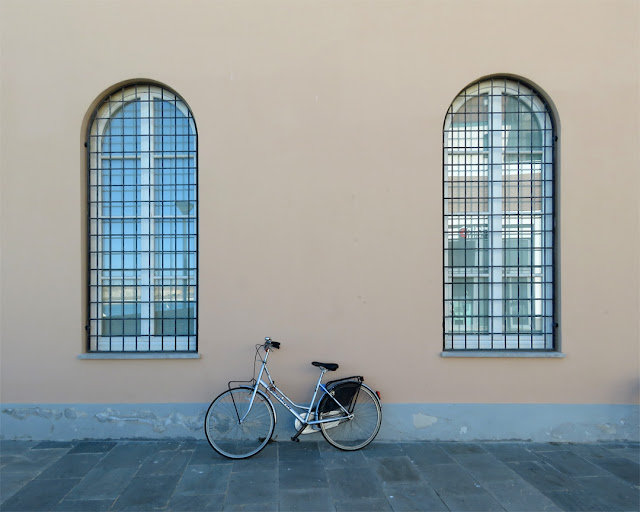 The bicycle and the windows, Via Carlo Coccioli, Livorno