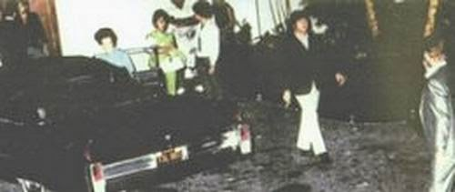 Ultimate Collection Of Rare Historical Photos. A Big Piece Of History (200 Pictures) - Lennon leaving Elvis' house