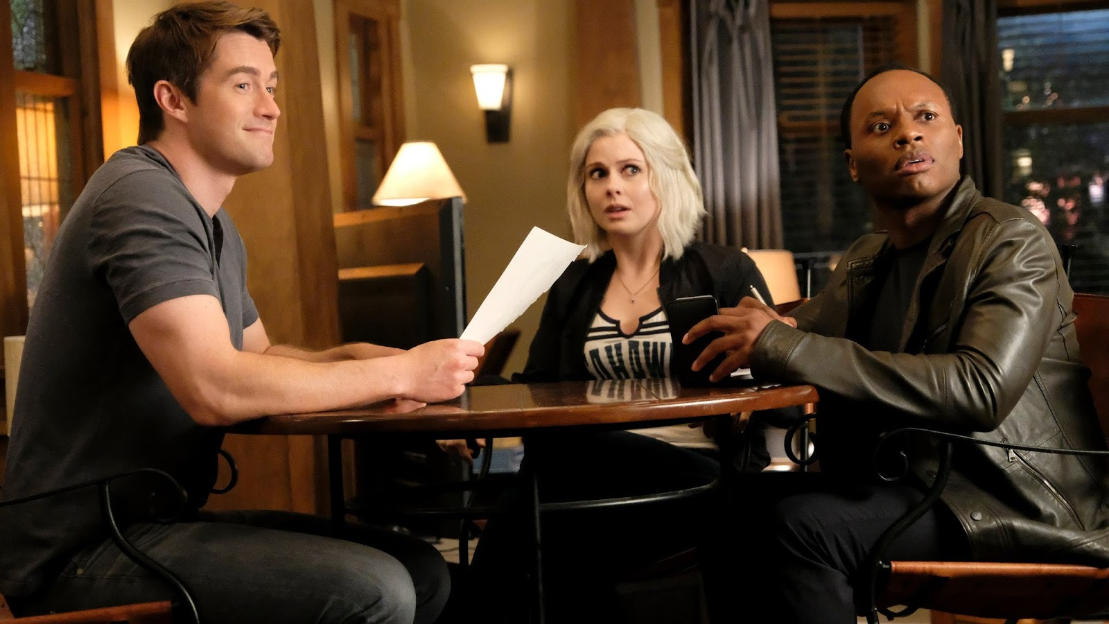 Liv, Major y Clive en el episodio 4x01 de IZombie