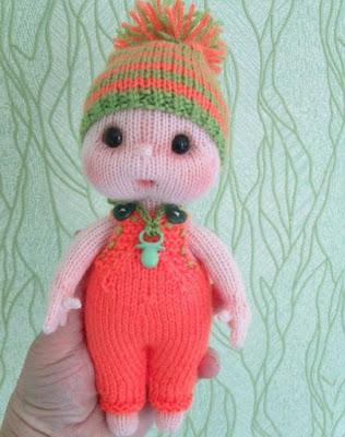 Вязаная кукла-малышка спицами