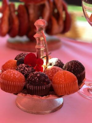 Mini-Muffins zum Hochzeitsempfang, Berghochzeit am Riessersee in Garmisch-Partenkirchen, Bayern, Hochzeitshotel, Hochzeitsplanerin Uschi Glas, Apricot, Rosé, Marsalla, Pastelltöne