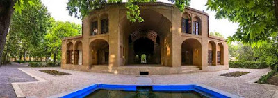 Lesser-known Pahlavanpour Garden which dates back to the late Qajar period is located in Mehriz in Yazd Province.  Pahlavanpour Garden has a special attraction due to its flowing water which originates from the famous aqueduct of Hassanabad.