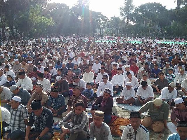 Hari Raya Lebaran Idul Fitri, Ribuan Jemaah Padati Sholat Idul Fitri 1438 H di Lapangan H Adam Malik Pematangsiantar