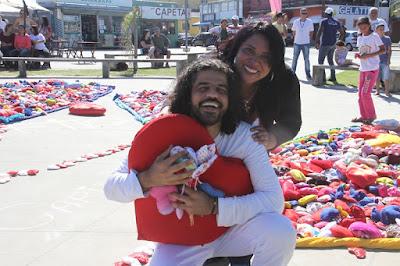 Ação do Coração na Ilha contou com  oito mil corações  confeccionados por crianças e pessoas de todas as idades