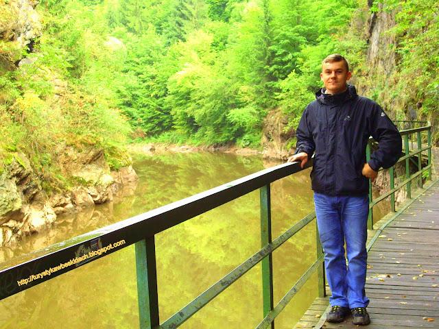 Przechód wzdłuz rzeki Izery na Riegrovej Stezce