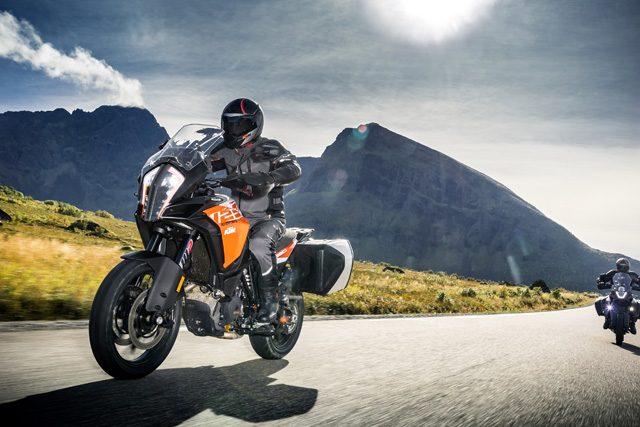 KTM Super Duke R Dan KTM Super Adventure S 1290 Di Lancarkan