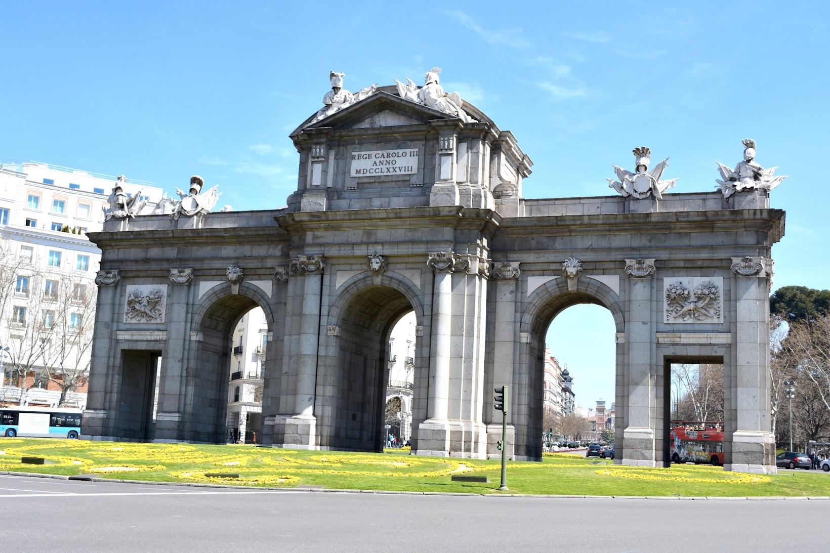 Puerta de Alcalá in Madrid, Puerta de Alcalá en Madrid, Visit Madrid, Madrid sights, Madrid tourism, turismo Madrid
