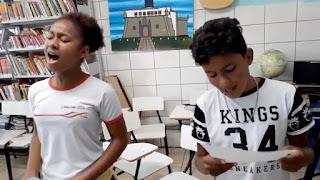 """Estudantes baianos cantam música gospel e vídeo """"viraliza""""; assista"""