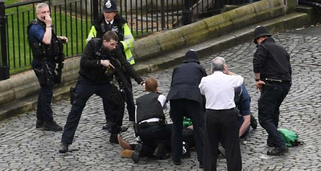 #LondonAttack: Terror attack in central London close to Parlamient,at least 2 dead and dozens of injured people