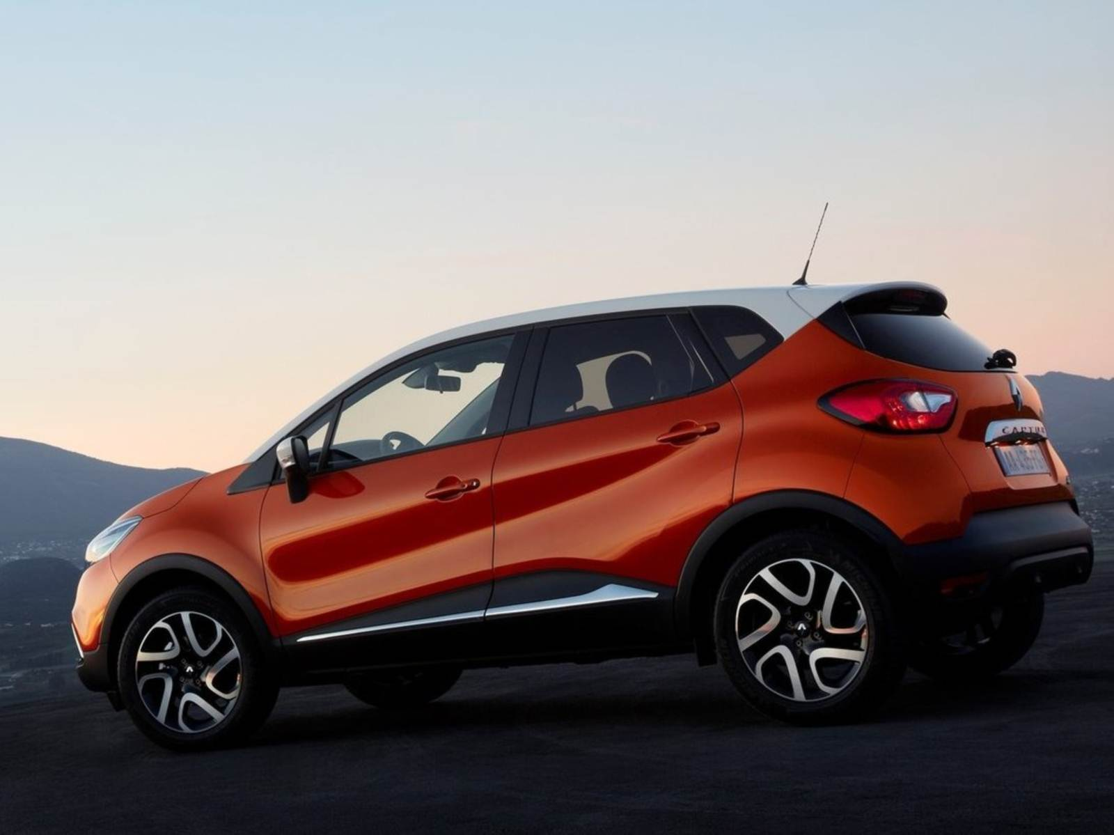 renault captur chega em 2016 para enfrentar o hr v car blog br. Black Bedroom Furniture Sets. Home Design Ideas