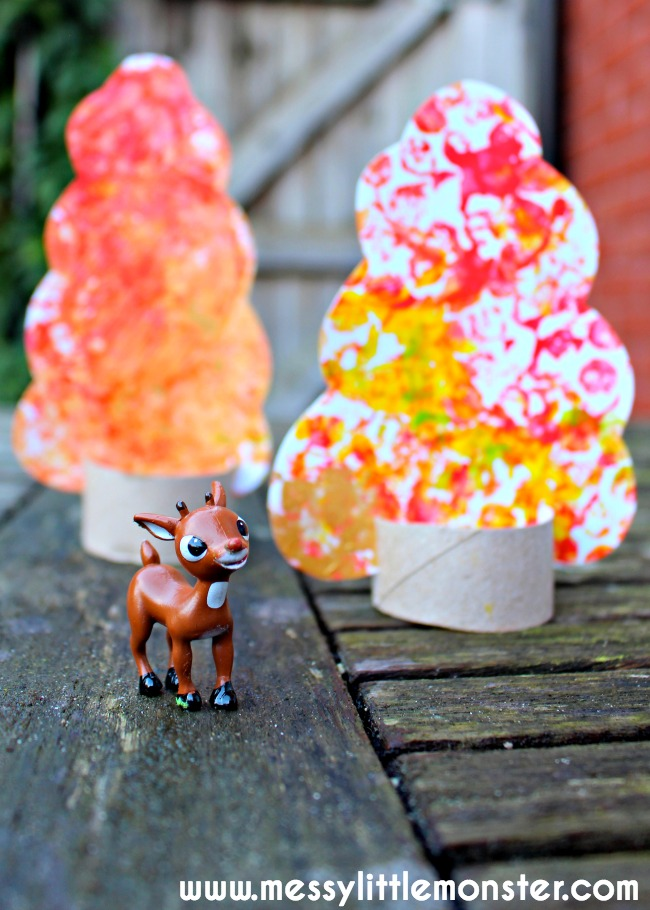 Bubble wrap cardboard tube Autumn tree craft for kids. A fun process art activity for toddlers and preschoolers. A simple craft for enhancing small world play.