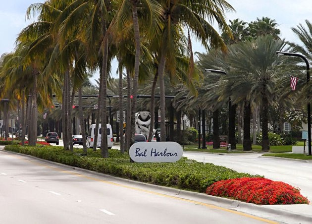 829b8cae Bal Harbour Shops which is located in Miami, United States is well known  for its luxury retail stores such Chanel, Dolce & Gabbana, Gucci, Lanvin,  ...