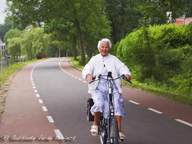 Cicloturista camino de Breukelen, por El Guisante Verde Project