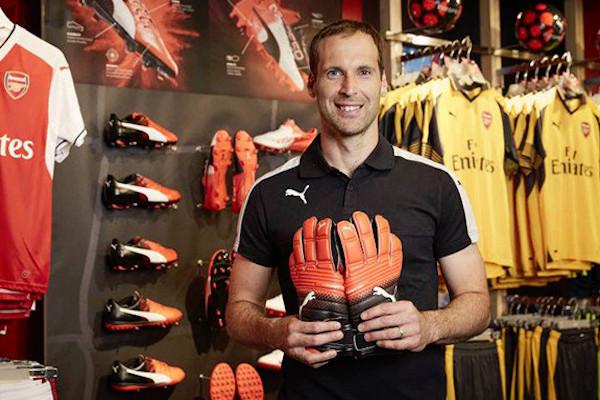 Puma ficha a Petr Cech