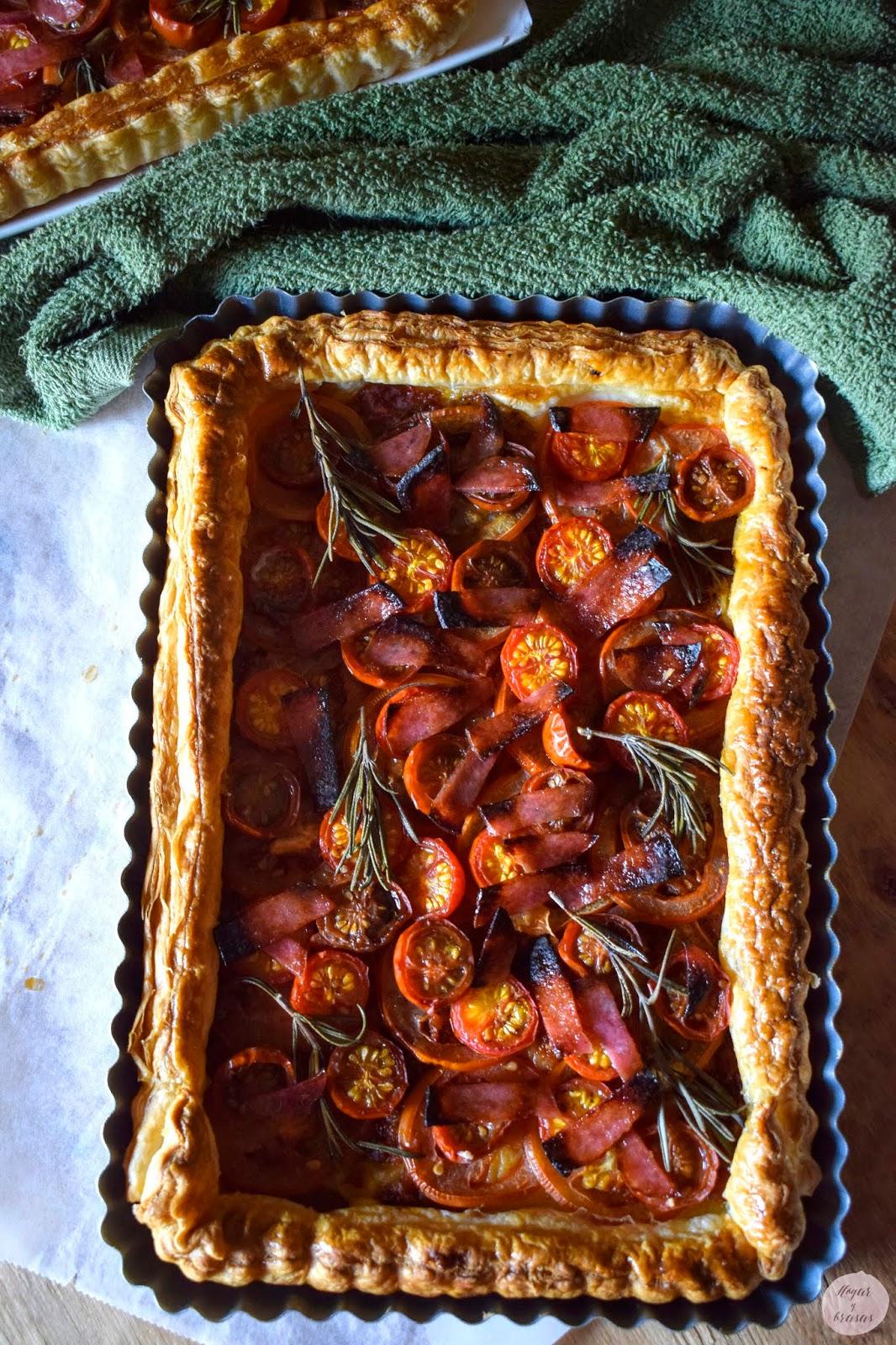 Tarta de hojaldre a los tres tomates